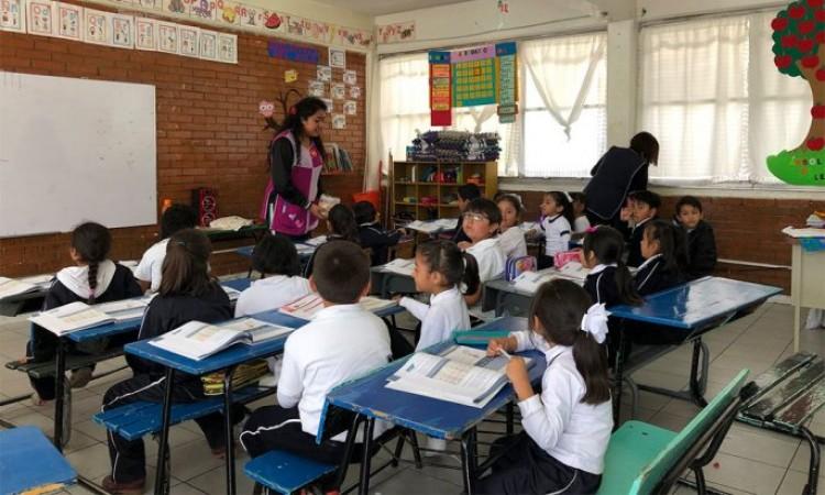 Entregan a SNTE en Puebla plazas definitivas