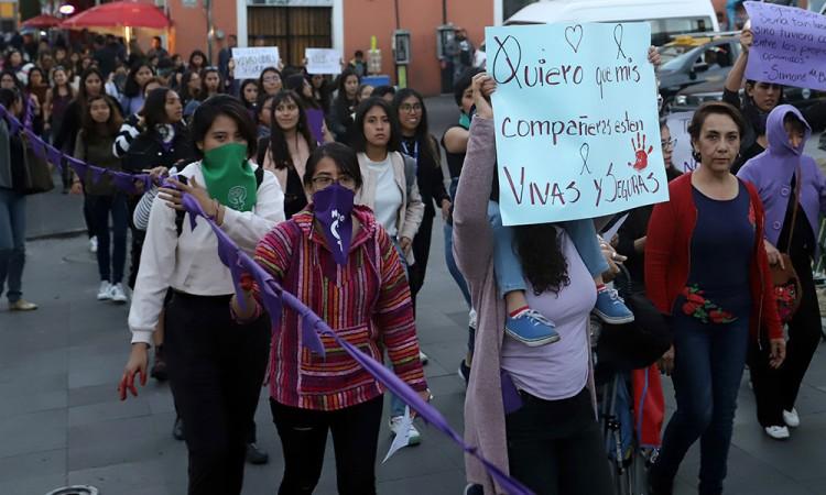 Grupo feminista se manifestó frente a Fiscalía Especializada en Delitos Sexuales