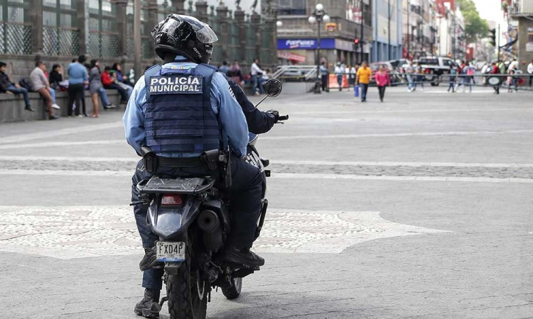 Barbosa anuncia órdenes de aprensión contra policías municipales