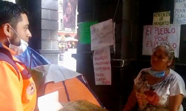 Piden a manifestantes retirarse de Palacio Municipal por riesgos sanitarios