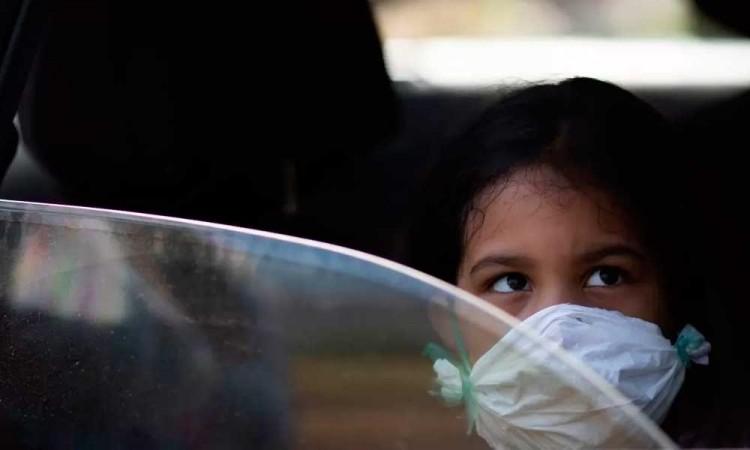 Médicos poblanos crean manual para COVID-19 en niños
