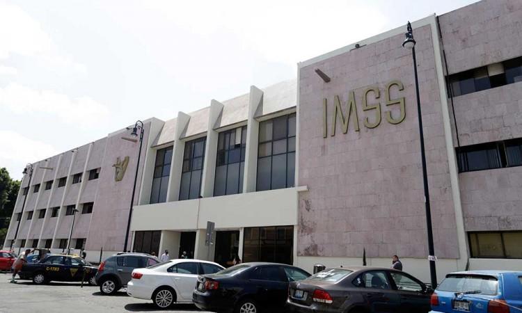 Denuncia gobierno de Puebla tortuguismo del IMSS