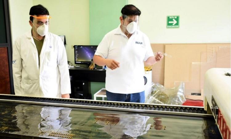 BUAP fabrica caretas protectoras por contingencia de Covid-19