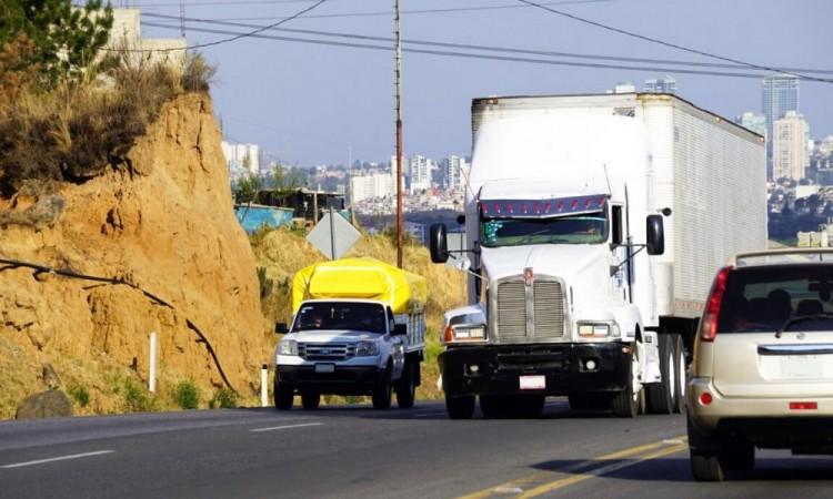 Covid-19 afecta transporte de carga; aumenta robo de unidades en Puebla