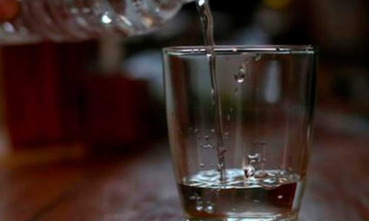 Aumentan a 51 muertes por ingerir alcohol adulterado