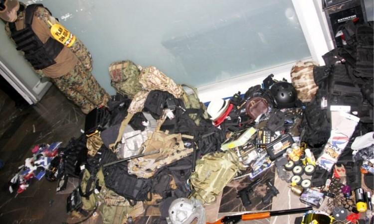 Aseguran posibles instrumentos tácticos tras operativo en La Fayuca