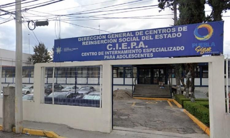 Trasladan a reos contagiados al penal Covid en Puebla