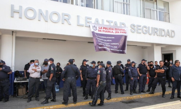 Revisan salarios de policías estatales tras manifestación