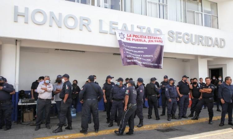 Finaliza paro de policías; acuerdan alza del 20%