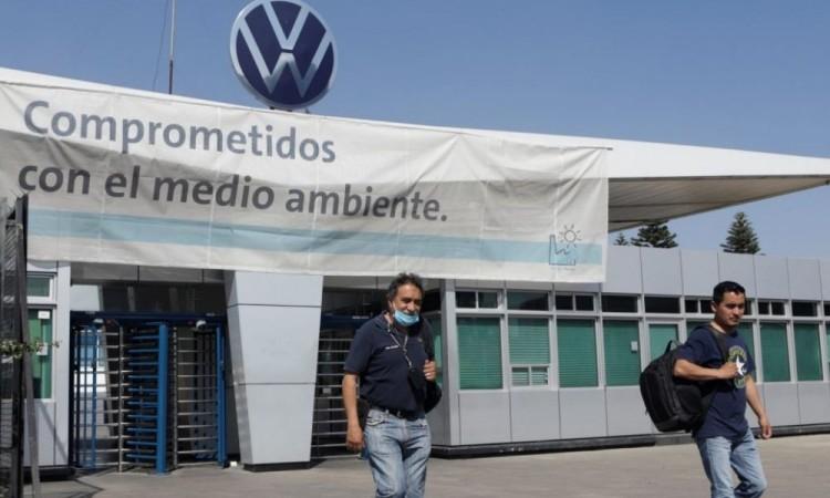 Por Covid-19 fallecieron 10 trabajadores de VW en Puebla y Guanajuato