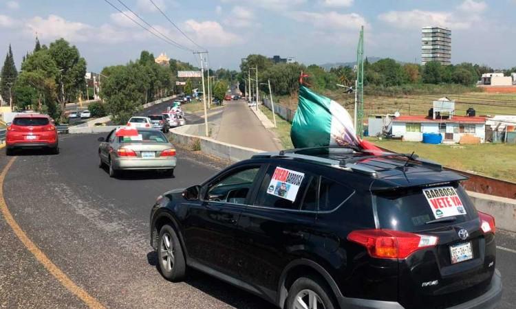 Caravana recibe a AMLO con manifestación en Cholula
