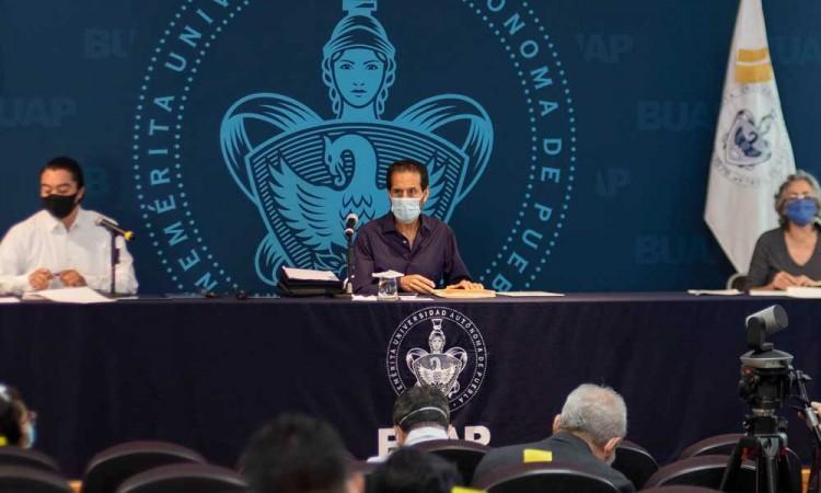 Acusa Esparza de plan para incidir en elección de nuevo rector