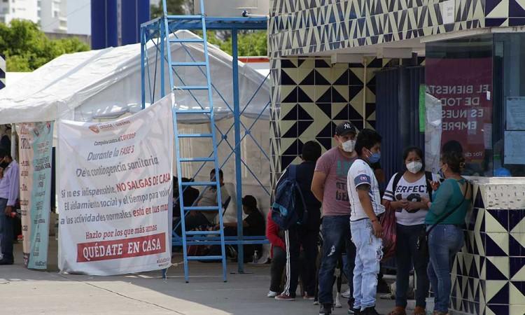 Curva de contagios amenaza con colapsar hospitales