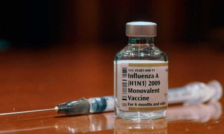 Avalan médicos adelantar vacunación H1N1 por Covid-19