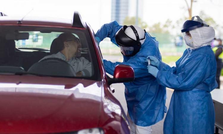 BUAP realiza pruebas de Covid sin bajar del auto