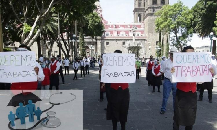 Meseros en Puebla exigen seguro médico tras pandemia