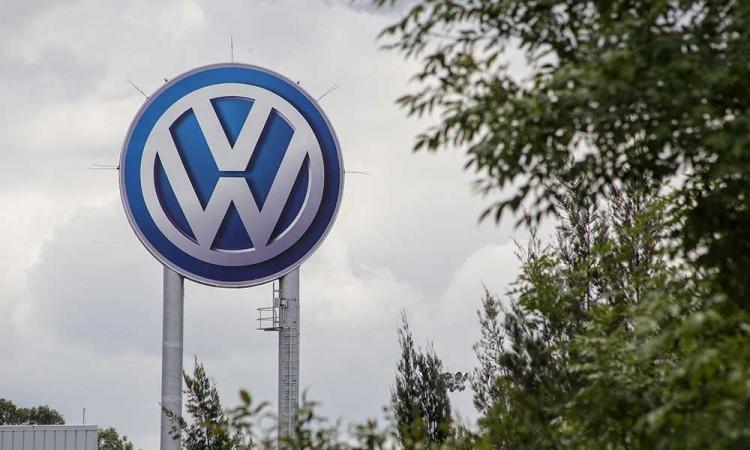 Sindicalizados de VW votan si aplazar huelga salarial en medio de una pandemia