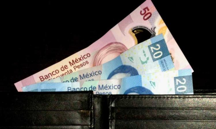 Edil de Soltepec redujo el salario a empleados y los agredió por quejarse