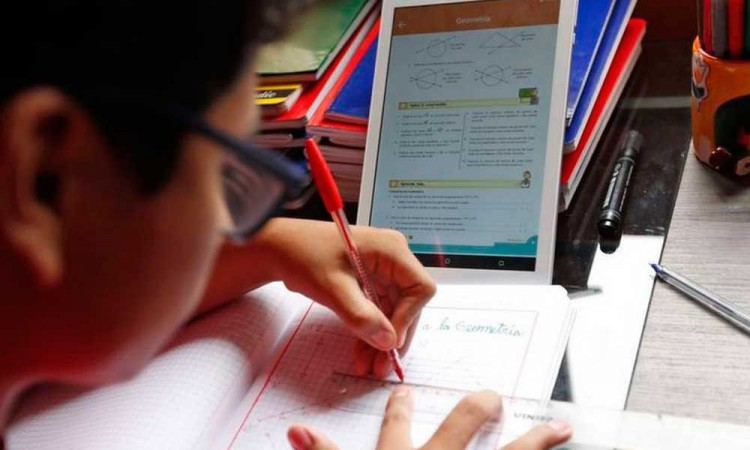 Maestros de Puebla piden computadoras para iniciar clases online