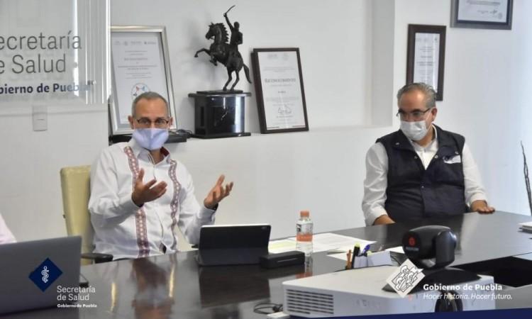 Extrabajadores del extinto Seguro Popular exigen recontratación a Gatell en Puebla