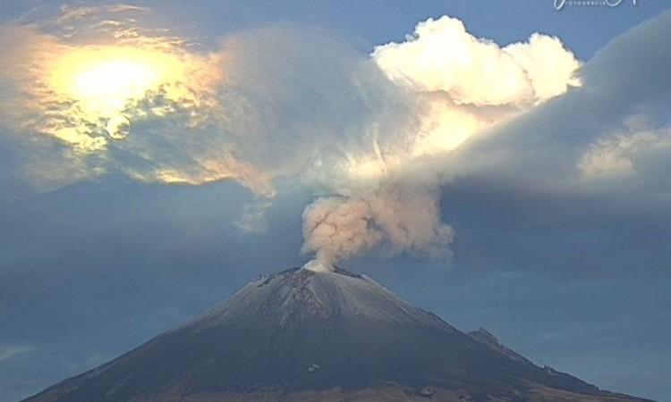 El Popocatépetl presenta actividad en la madrugada