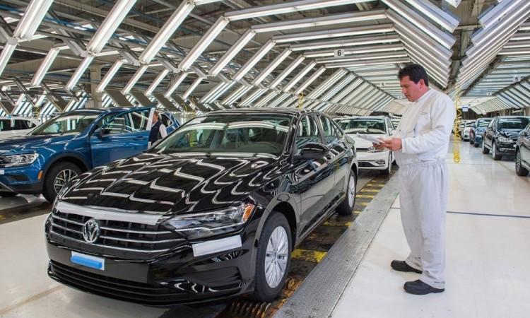 Aumenta número de producción en Volkswagen respecto al mes de julio del 2019