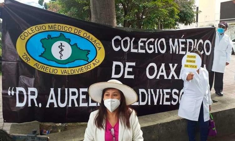 Médicos de Puebla se solidarizan con el doctor Yuca, detenido en Chiapas