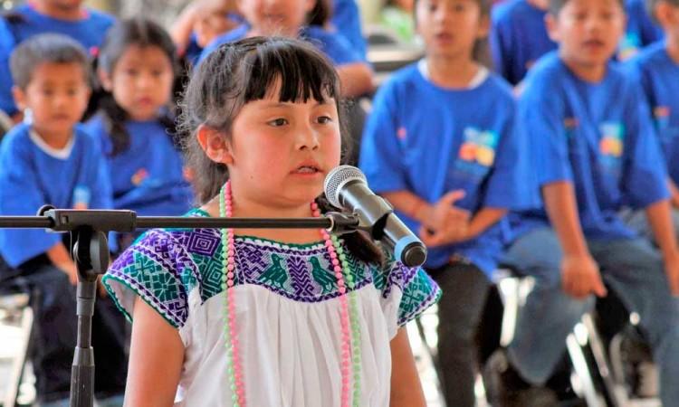 Universidad Intercultural traduce Constitución de Puebla a lenguas indígenas