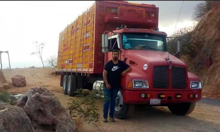 Roban camión de carga en carretera a Oaxaca y se pierde el conductor