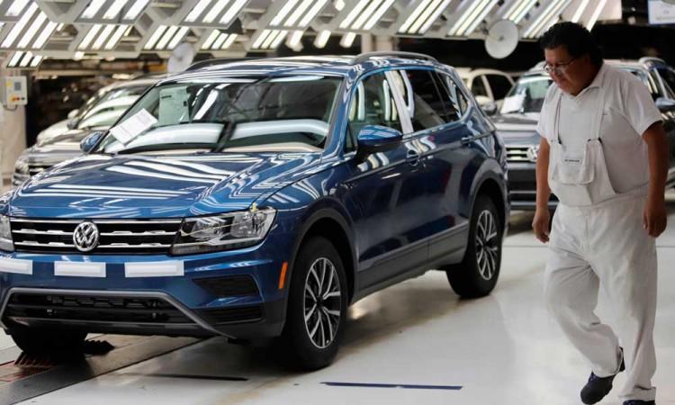 Volkswagen adelanta paro de labores en línea Tiguan
