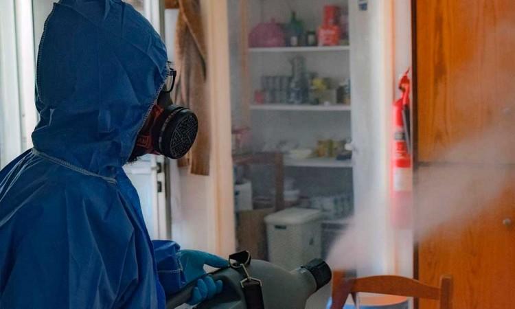 Túneles sanitizantes y fumigación de calles pueden afectar la salud de las personas