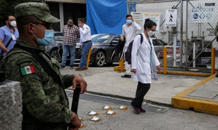 Casi 100 trabajadores de la salud han perdido la vida por Covid1-9 en Puebla