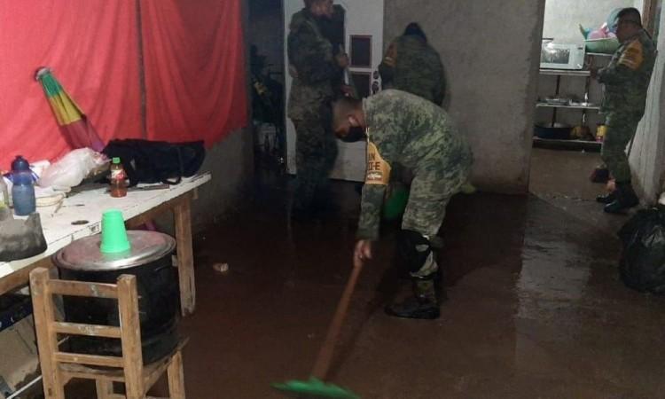 Apoyan a casi 40 familias en Totimehuacan y Clavijero afectadas por las fuertes lluvias