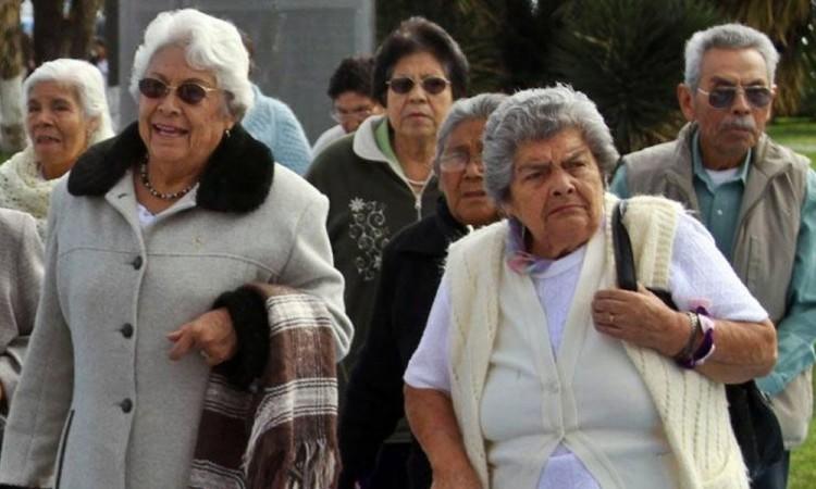 Adultos mayores son los que más padecen ansiedad y depresión por confinamiento