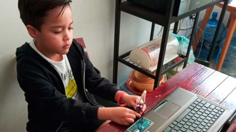 Entre llantos, frustración y fallas técnicas, vivieron alumnos su primer día de clases virtuales