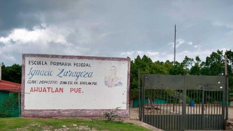 Dejan sin clases a estudiantes de Ahuatlán por no pagar cuota de $350