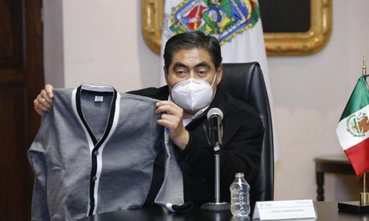 Gris y sin escudo de gobierno, así será el nuevo uniforme escolar en Puebla