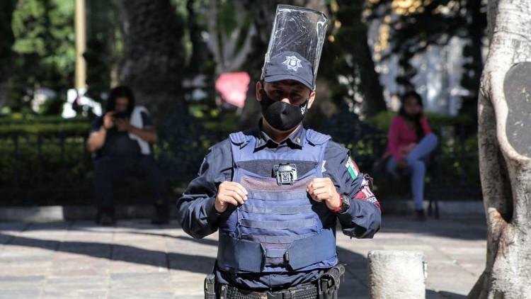 Entre Covid-19 y delincuencia, los policías de Puebla demuestran su amor por el uniforme