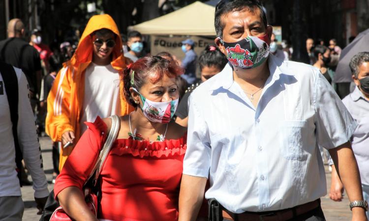 Familias poblanas se preparan para celebrar el 15 de septiembre desde casa