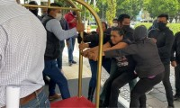Grupo de choque irrumpe asamblea para reelegir a Gonzalo Juárez al frente del Sindicato Benito Juárez