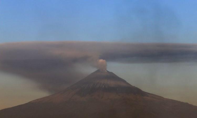 El Popocatépetl emite 90 exhalaciones en las últimas 24 Horas