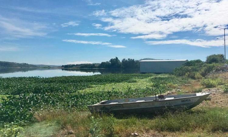 """""""Sí sirvieron, aunque poco"""", dicen pobladores sobre barcos para sanear Valsequillo"""