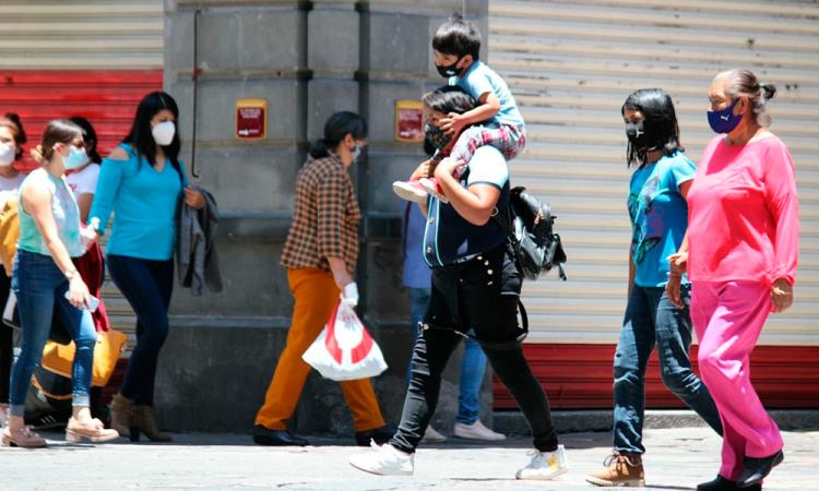 Familias poblanas en el centro de Puebla