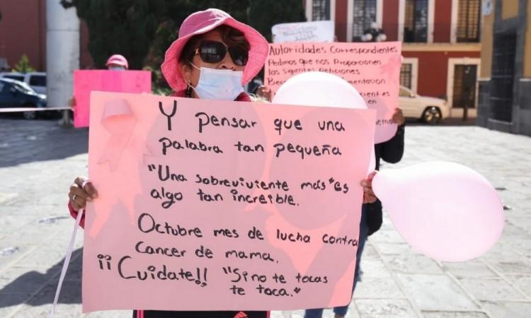 Gritan mujeres con cáncer por insumos y médicos en Puebla
