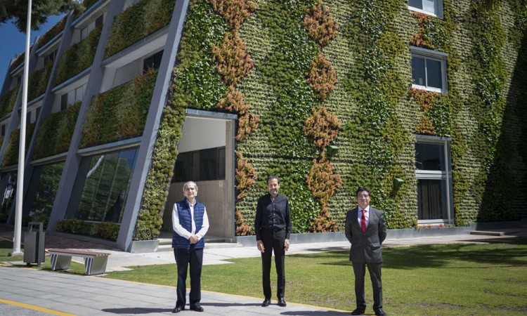 Inauguran Muro Verde en la Facultad de Ciencias Biológicas de la BUAP