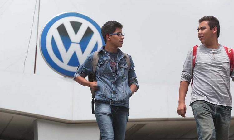 Defiende Miguel Barbosa a Volkswagen por usar fondos del Conacyt