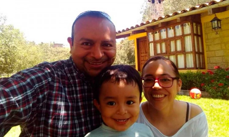 Rifan auto para costear tratamiento de Emiliano, niño poblano con cáncer