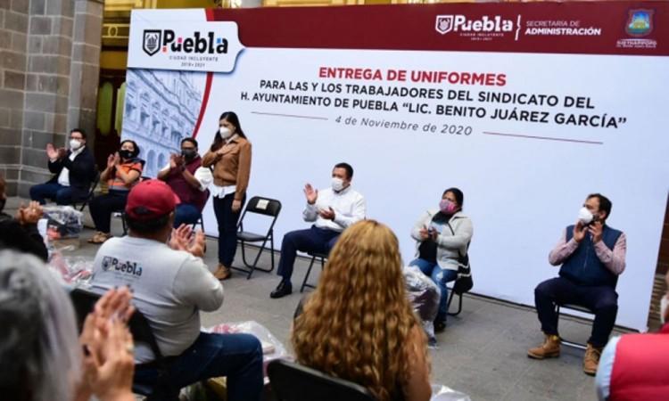 Entregan uniformes a personal basificado y sindicalizado del Ayuntamiento de Puebla