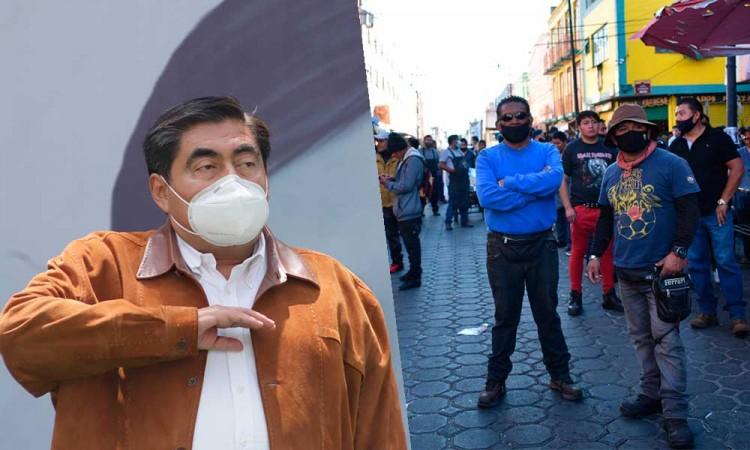Líderes de ambulantes en Centro de Puebla son unos delincuentes, acusa Barbosa