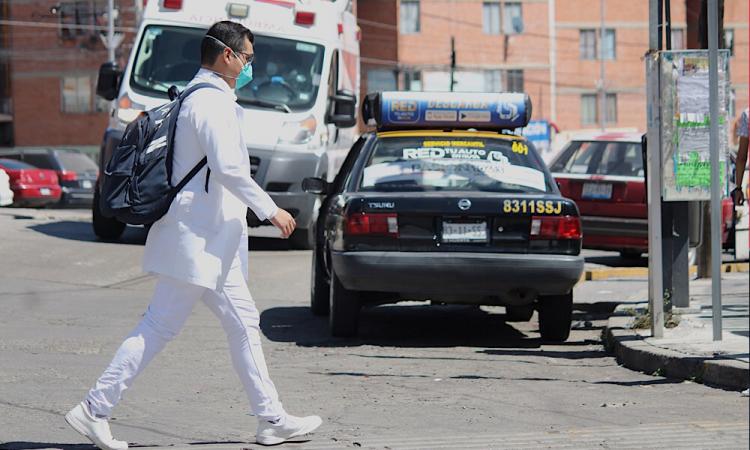 Personal médico de Puebla.